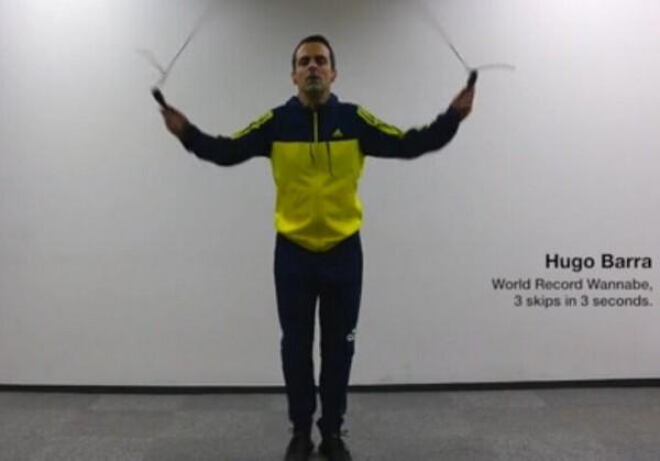 小米5预热视频第二弹出炉: 小米国际副总裁挑战跳绳纪录保持者岑小林